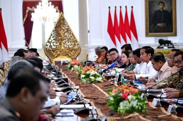 Anjing Menggonggong, Jokowi Berlalu: Mudik Lancar, Sembako Aman dan Tak Ada Kenaikan BBM