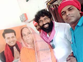 अभिनेता पप्पू यादव ने रवि किशन की माता जी के साथ मिलकर मनाया उनका जन्मदिन  | #NayaSaberaNetwork