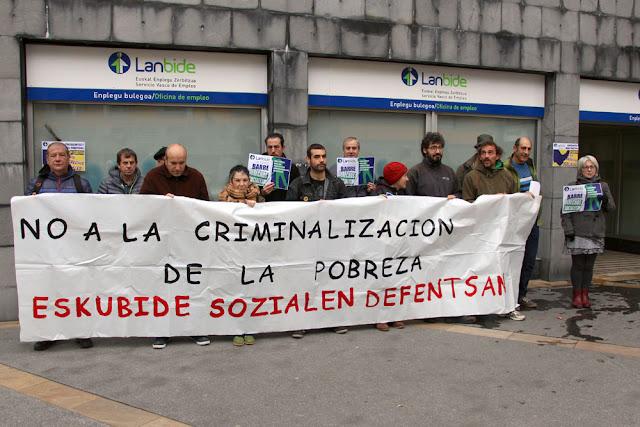 Concentración ante las oficinas de Lanbide en Beurko-Barakaldo