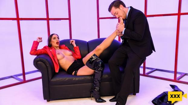 [18+] Brazzers Exxtra – Desiree Dulce: Delicious Dulce (2020) FULLHD 315MB