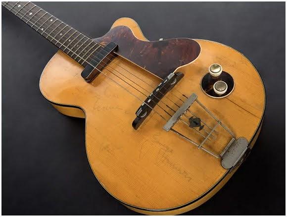 La première guitare électrique de George Harrison vendue aux enchères