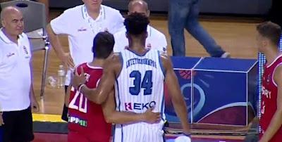 Giannis Antetokounmpo ile fotoğraf çektiren Macar basketbolcu