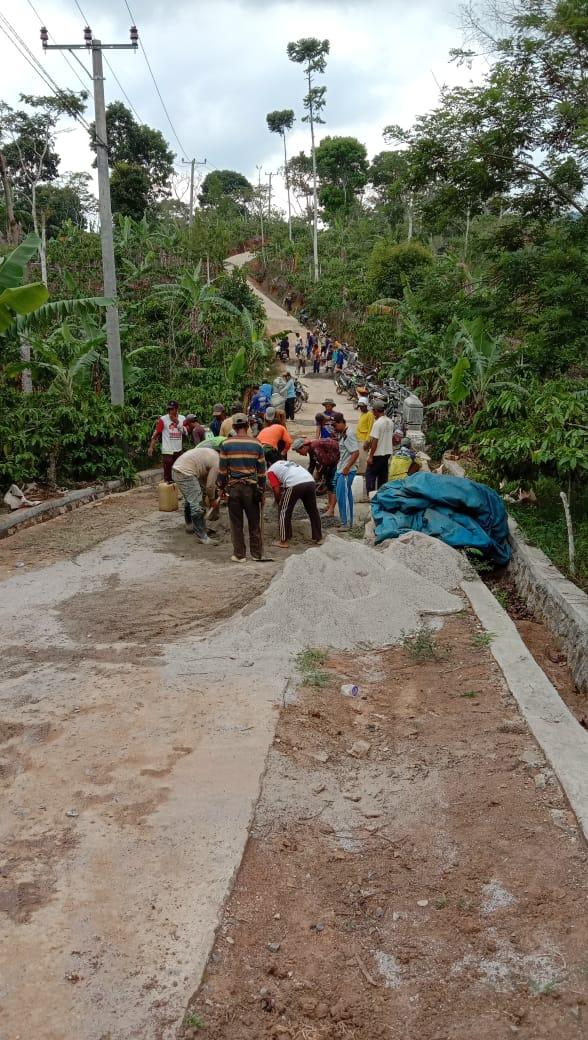 Melalui Swadaya Masyarakat Warga Pekon Sukajadi Lakukan Perbaikan Infrastruktur