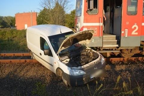 Vonattal ütközött egy autós a Balmazújvárosi úton