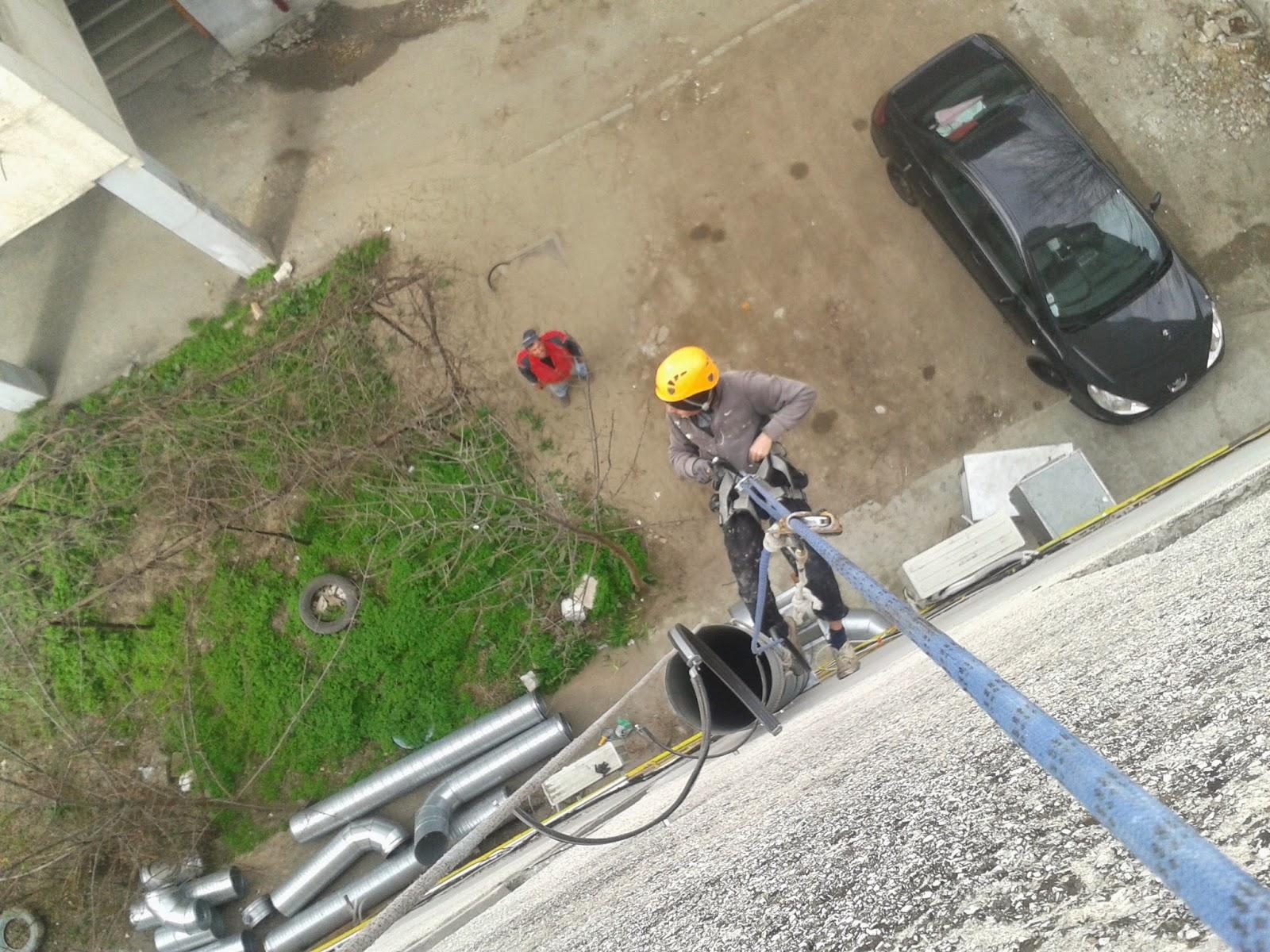 Montaj burlan ventilatie cu alpinisti utilitari