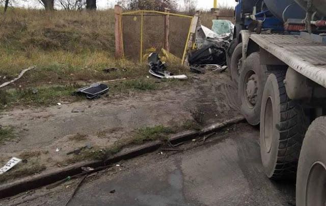 Бетонозмішувач розчавив легковик: в аварії загинула молода дівчина