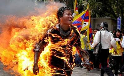 Người dân Tây Tạng tự thiêu liều chết phản đối Trung Quốc xâm lược