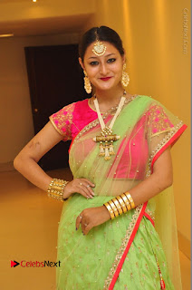 Model Nilofer Haidry Stills in Green Saree at Trendz Exhibition and Sale 2016  0032.JPG