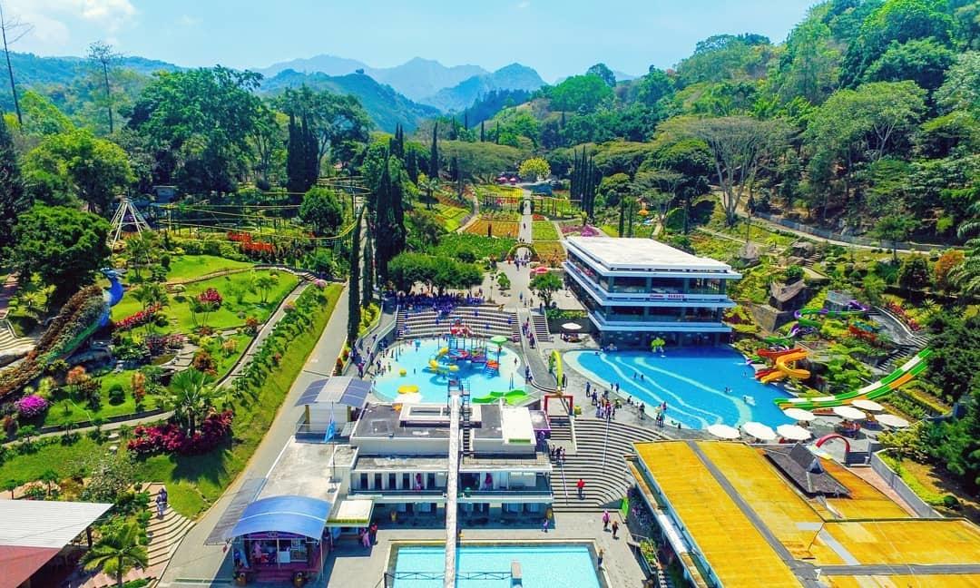Keseruan Berlibur di Taman Bunga Selecta Batu Malang