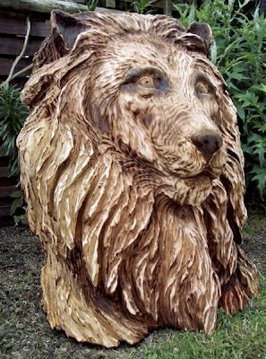 Escultura de madera hecha con una sierra eléctrica.