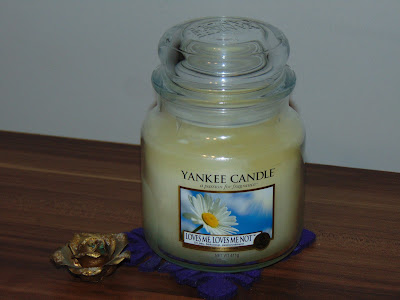 Yankee Candle - świeca zapachowa Loves Me, Loves Me Not