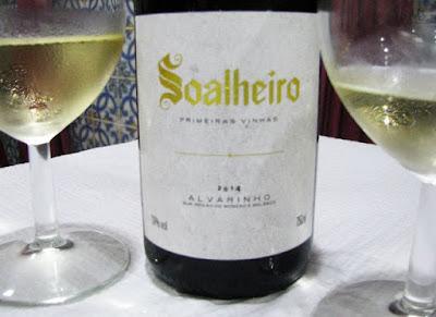 garrafa e copos de vinho