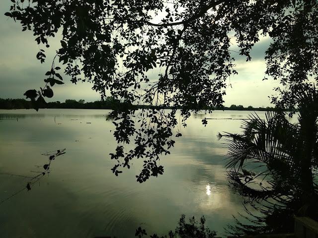 Senja di Danau Siombak