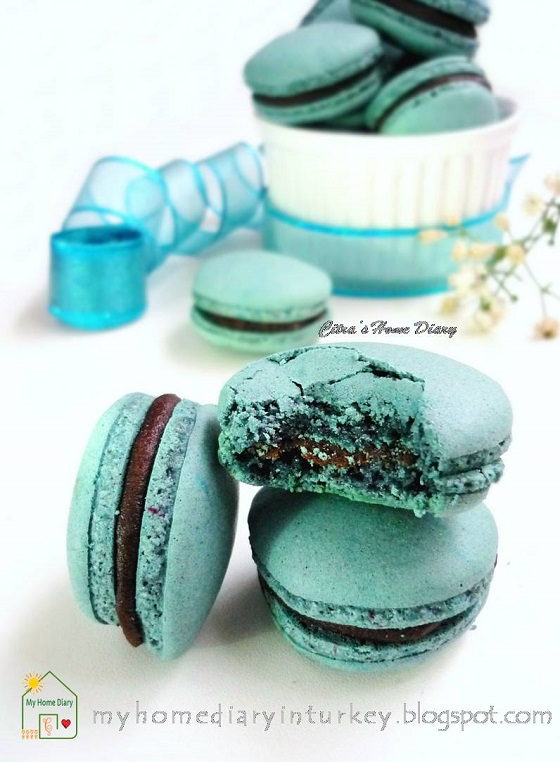Blue Macarons with Chocolate Caramel Filling (Italian meringue method)| Çitra's Home Diary. #frenchmacarons #basicmacaronsrecipe #chocolatecaramelfilling #macaronsfilling #dessert