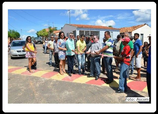 Prefeito de um cidade da Bahia fez uma enorme festa para comemorar a inauguração de um simples quebra-molas?