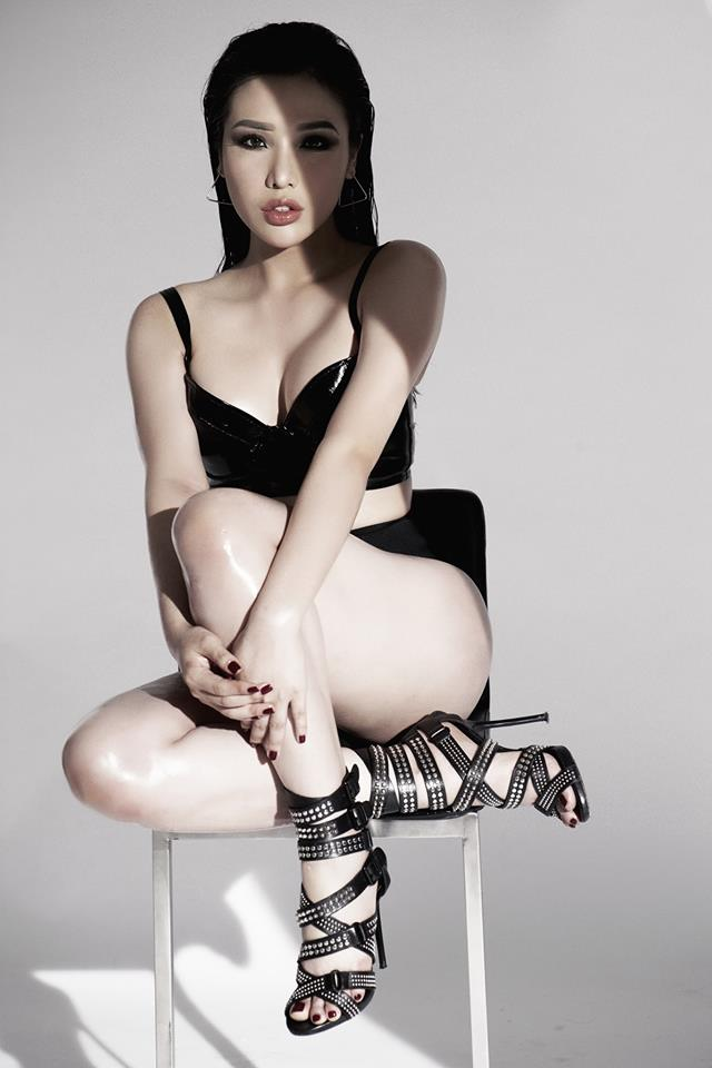 Top 25 Hoa hậu siêu Quốc gia Khánh Phương khoe đường cong hình chữ S trong bộ ảnh mới - Ảnh 2