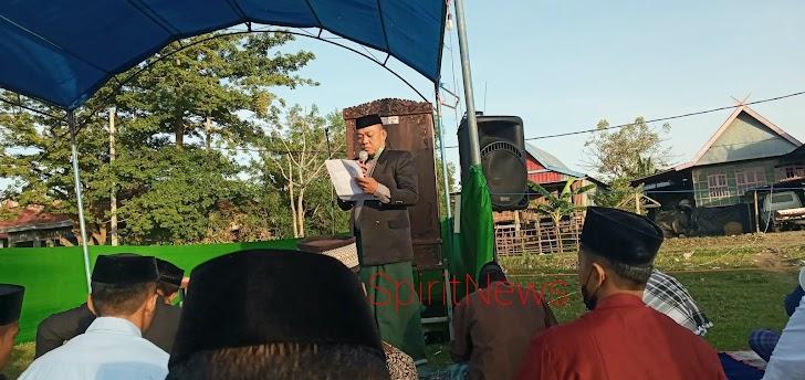 Pj. Desa Pattopakang, Bacakan Sambutan Bupati Takalar di Sholat Idul Fitri 1442-H, di Masa Pandemic Covid-19