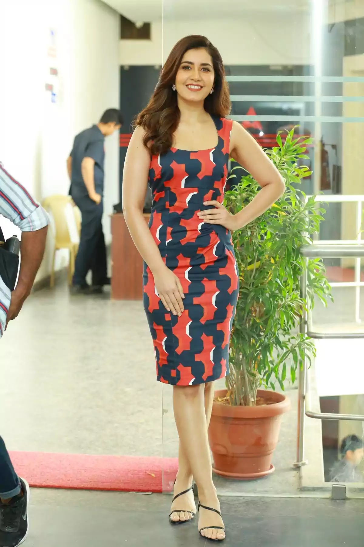 raashi-khanna-hot-looks-printed-bodycon-dress