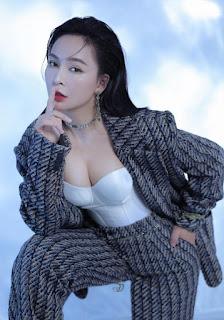 Trần Mỹ Ngọc lúc kín lúc hở khi diện vest
