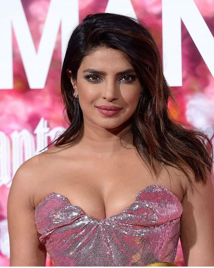 Priyanka Chopra Stunning Photos Looking Sexy