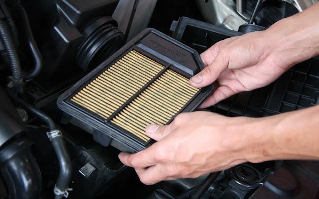 Vệ sinh lọc gió máy lạnh trong khoang xe để đảm bảo sức khỏe cho hành khách