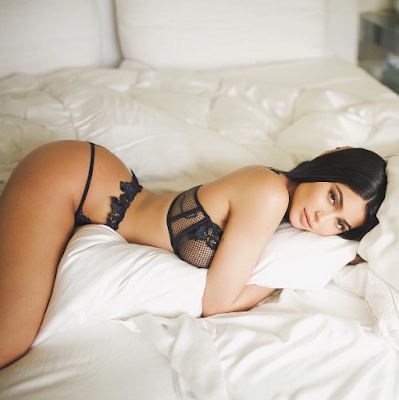 2aa - Kylie Jenner poses in sexy lingerie
