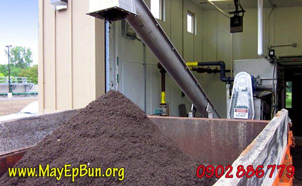 Thành quả tách nước khỏi bùn cặn khi sử dụng máy ép bùn trục vít đa dĩa