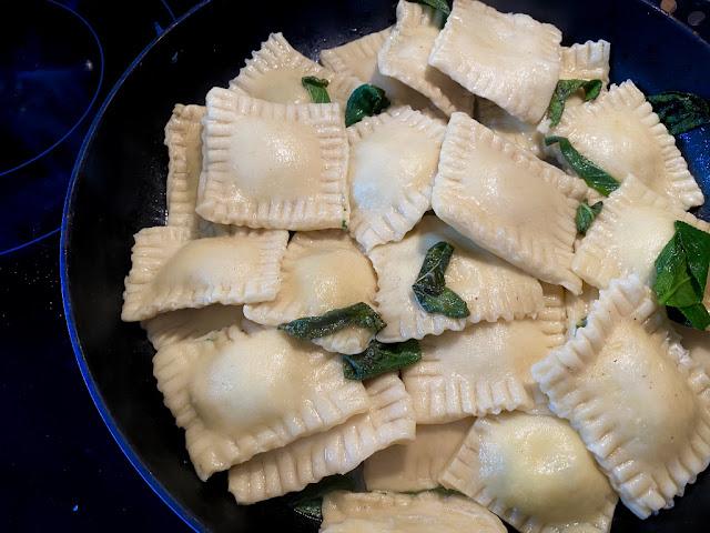 Recept na domácí ravioli con ricotta e spinaci - s ricottou a špenátem
