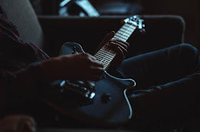Tips Mengganti Kebiasaan Improvisasi dengan Minor Pentatonic Scale pada Gitaris