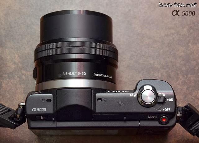 Sony Alpha 5000 has interchangeable lenses to cater for those who needs more out of their digital cameras