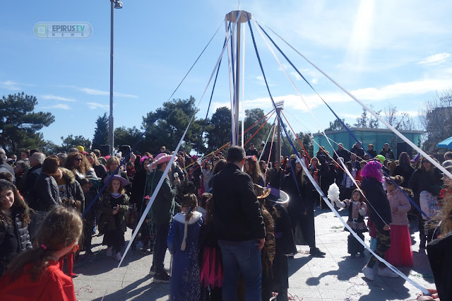 """Γιάννενα: """"Βούλιαξε"""" ..Η Πλατεία Για Το Παραδοσιακό Γαϊτανάκι![Φωτό-Βίντεο]"""