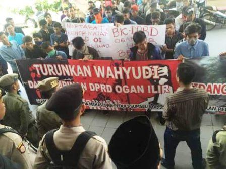 GPPMS Demo di Gedung Dewan OI Kenakan BH