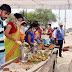 समाजसेवी ने स्टाल लगाकर प्रवासियों को कराया भोजन
