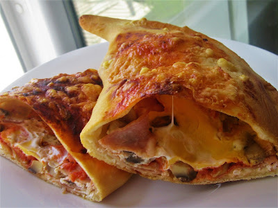 Calzone kako se rade u SOS Kuhinji xl veličine / Calzone like we make them in SOS Kitchen xl size