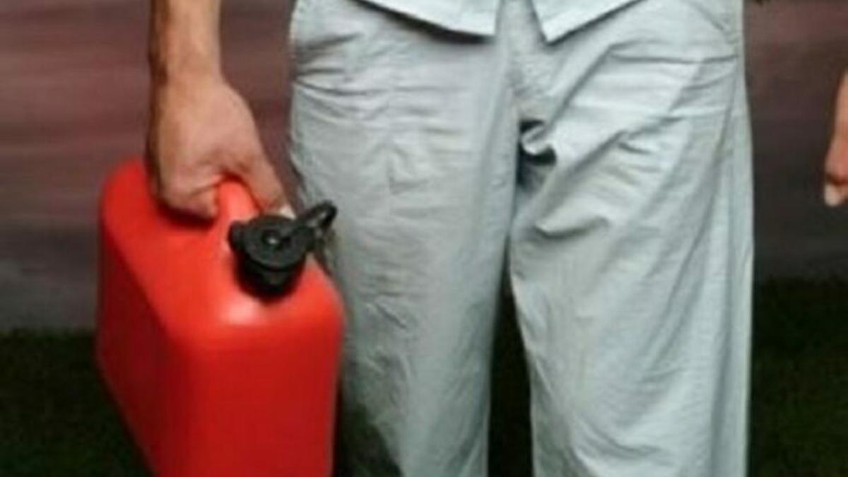 Ex pitbull tanica benzina Carabinieri
