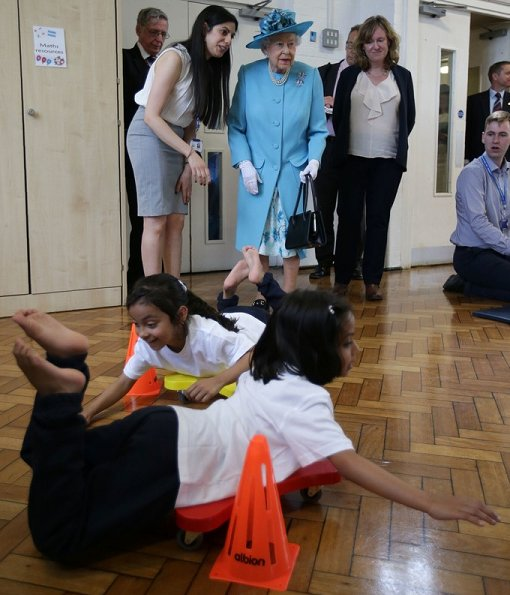 Queen Elizabeth and Prince Philip  visited Mayflower Primary School in Tower Hamlets, London. Style of Queen Eizabeth