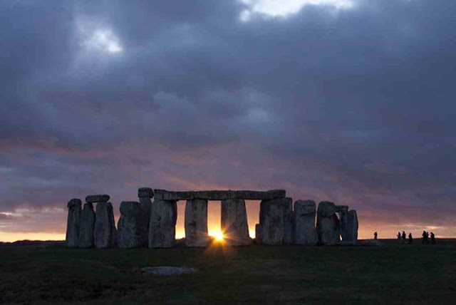 Stonehenge Equinox Spring - www.visit-stonehenge.com