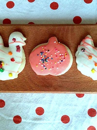 The BEST soft sugar cookie recipe at www.diybeautify.com