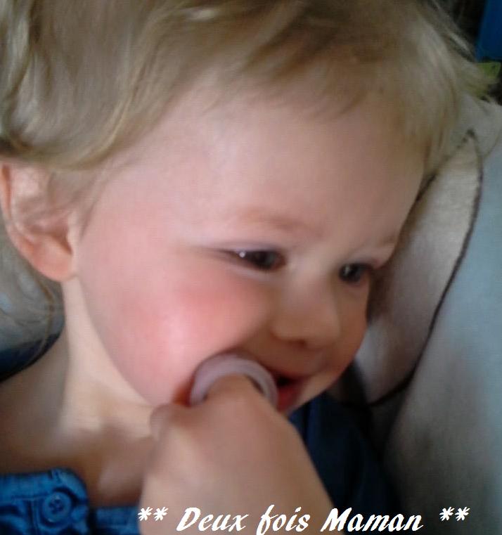 nettoyer les dents de bébé