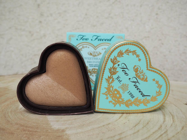 Cet article est une revue du bronzer Sweet Heart Bronzer dans la teinte Sweet Tea par Too Faced, article écrit par clowy