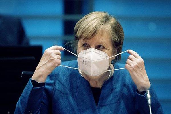 """Merkel ruft zu """"Solidarität"""" auf, während sich Deutschland auf die teilweise Abriegelung vorbereitet"""