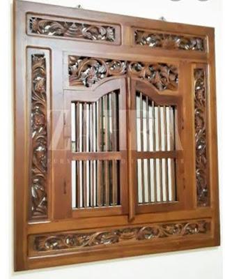 Hiasan dinding dari kayu jati