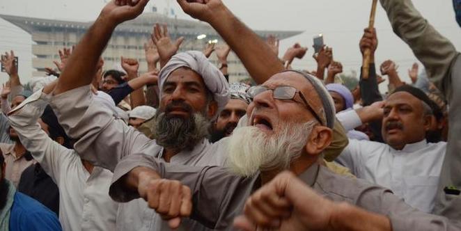 باكستان المتطرفين الإسلاميين يهددون السفير الهولندي.