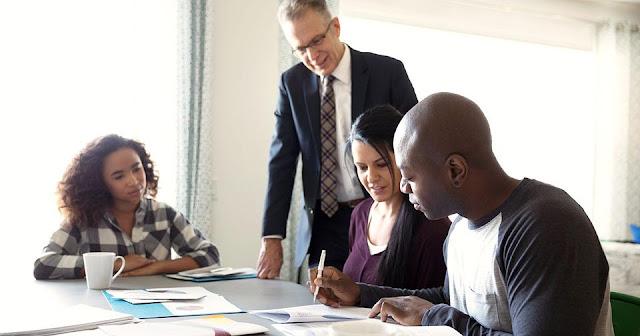 Bagaimana Seorang Penasihat Keuangan Dapat Membantu Bisnis?