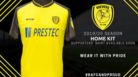 1d05158be Nuova maglia Burton Albion 2019 2020 Prima È prevalentemente giallo e porta  le maniche nere in uno stile misto.