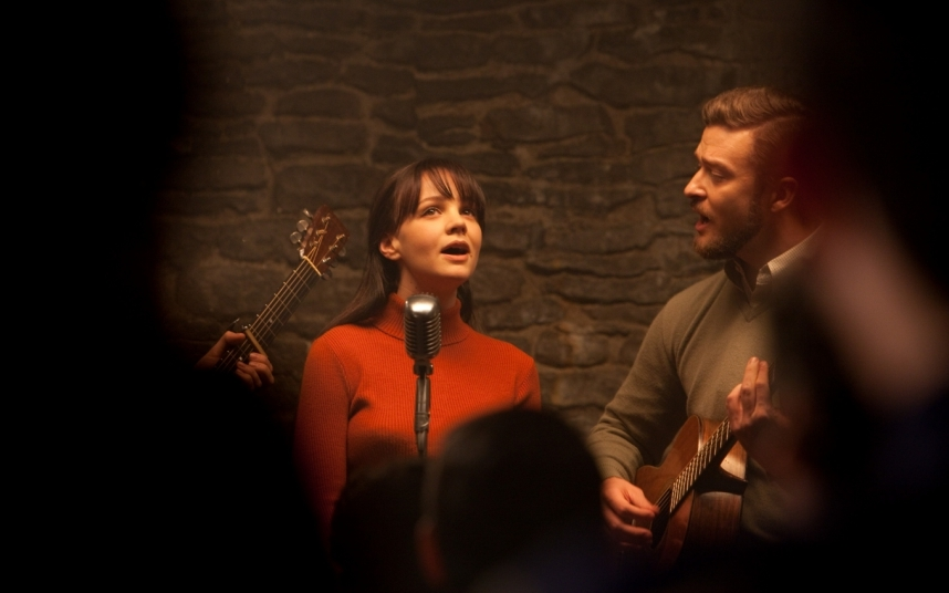 Mulligan sang with Justin Timberlake in film about an unlucky New York folk singer where the pair play Davis's friends Jean and Jim Berkey.