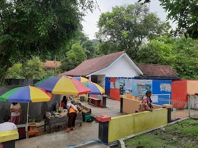 Area Perdagangan Pemandian Air Panas Cipari