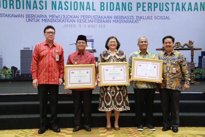 Gubernur Jambi Raih Penghargaan Perpustakaan Tahun 2019