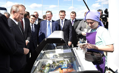 Vladimir Putin buying an ice-cream at the International Aviation and Space Salon MAKS-2017.