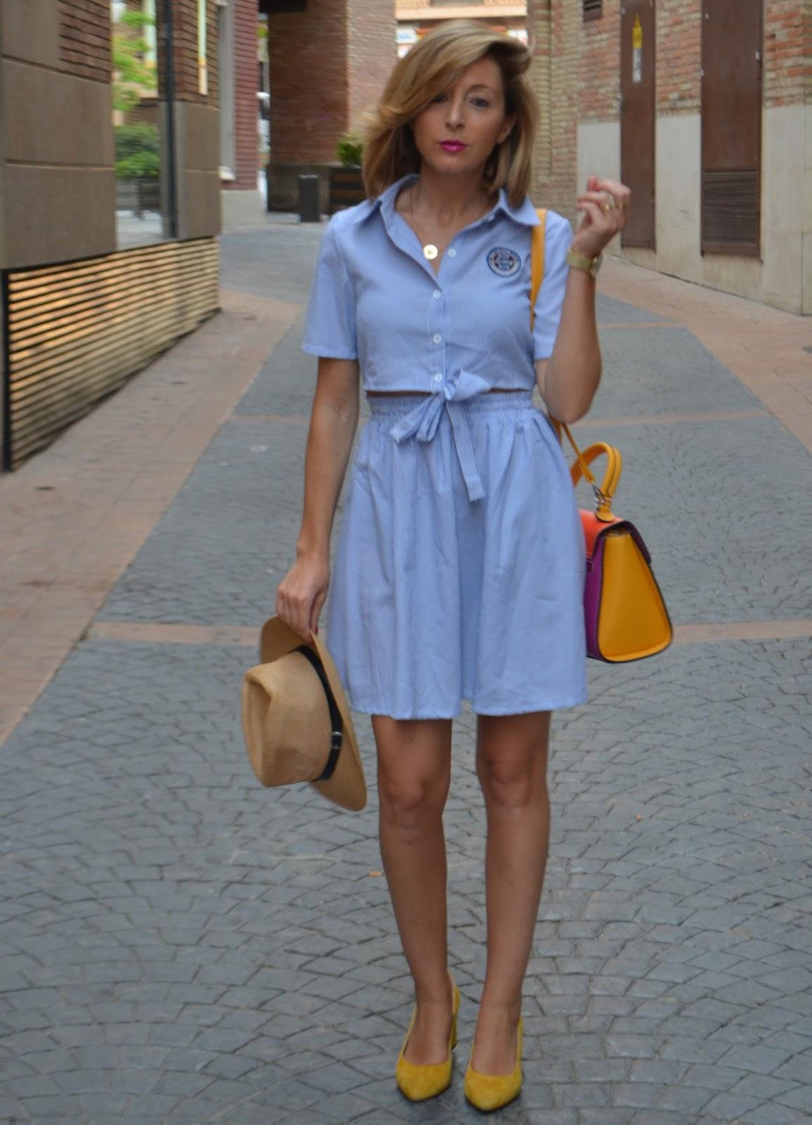Vestido a rayas azules